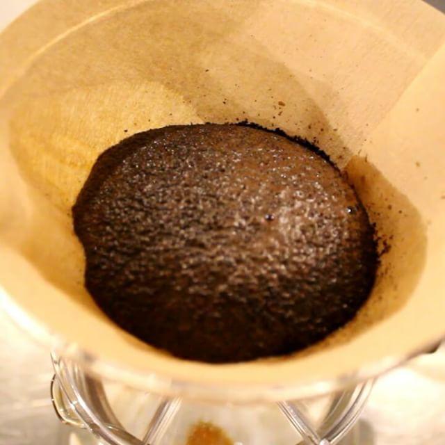 ドリップ、コーヒー豆が''ハンバーグみたい''に膨らむのをみると、落ち着きます。 (Instagram)