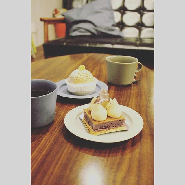 モンブランと紫芋のタルトてきな土曜の夜は楽しい2016.12.03 (Instagram)