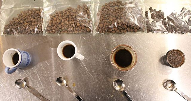 エクアドルのティピカ種です。甘みが一番引き立つ、冬のコーヒーらしい焙煎を選びます。お楽しみに! (Instagram)