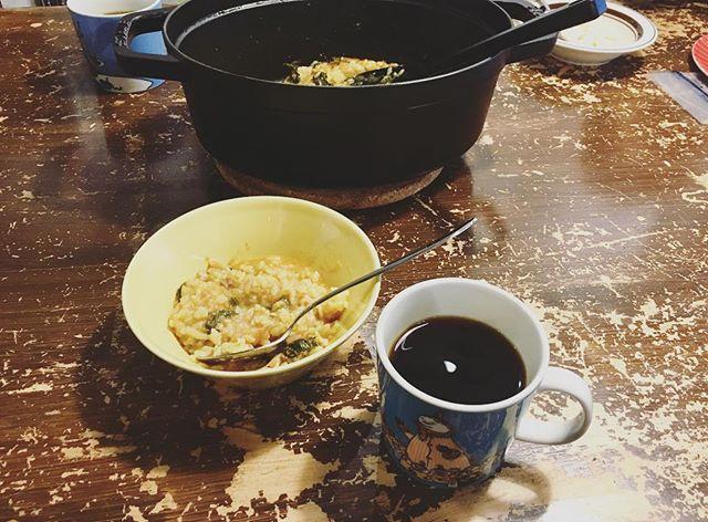 20180315今朝は昨日の夕飯の残りのトマト鍋のスープでリゾットこれがケニアのコーヒーとぴったり!食事にコーヒーって不思議だけどトマトの酸味とケニアの酸味があうそうで#tsubagoroaster  新しい焙煎機ができたようです (Instagram)