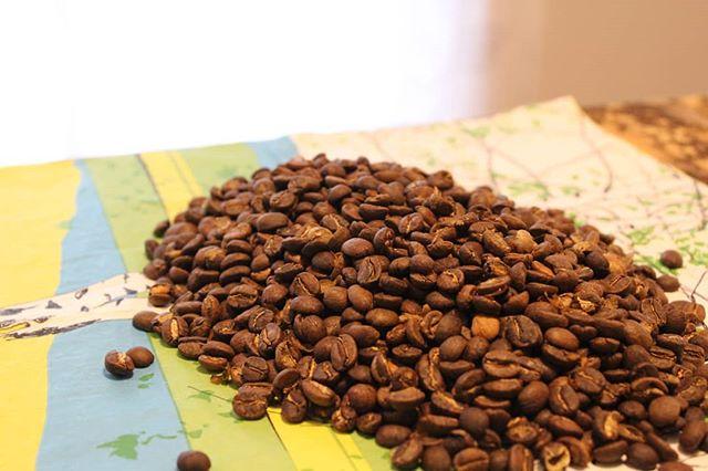 ガテマラの甘さとさっぱりさったら、ほんとにとまらなくなる。コーヒーにはまったきっかけをくれた国の豆。3月の豆としてminneでドリップバッグ販売中。#tsubagoroaster #グアテマラ #コーヒー豆 #自家焙煎 #まるでココアの香り (Instagram)